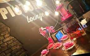 Pictures Lounge